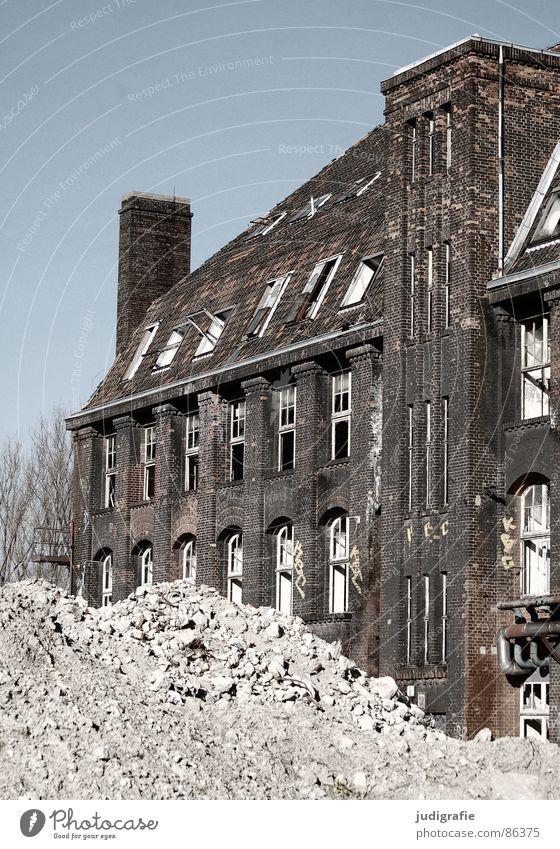 Street Dark Death Window Sadness Lanes & trails Metal Fear Facade Industry Might Factory Construction site Trash Derelict Brick