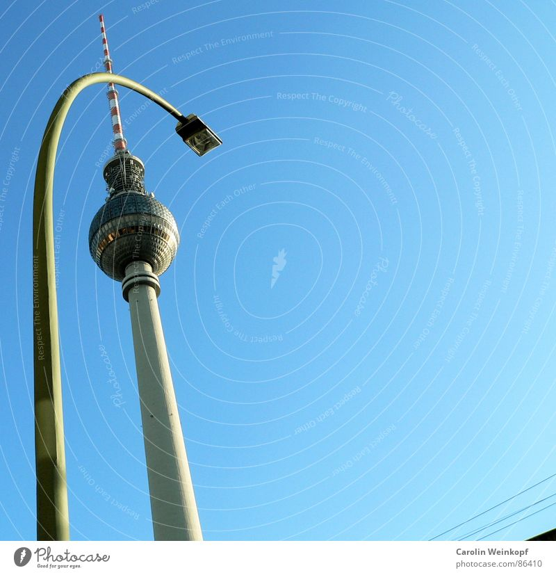Sky Beautiful Berlin Jump Line Clarity Beautiful weather Middle Turquoise Capital city Graphic Haste Alexanderplatz Affection Commuter trains Agitated