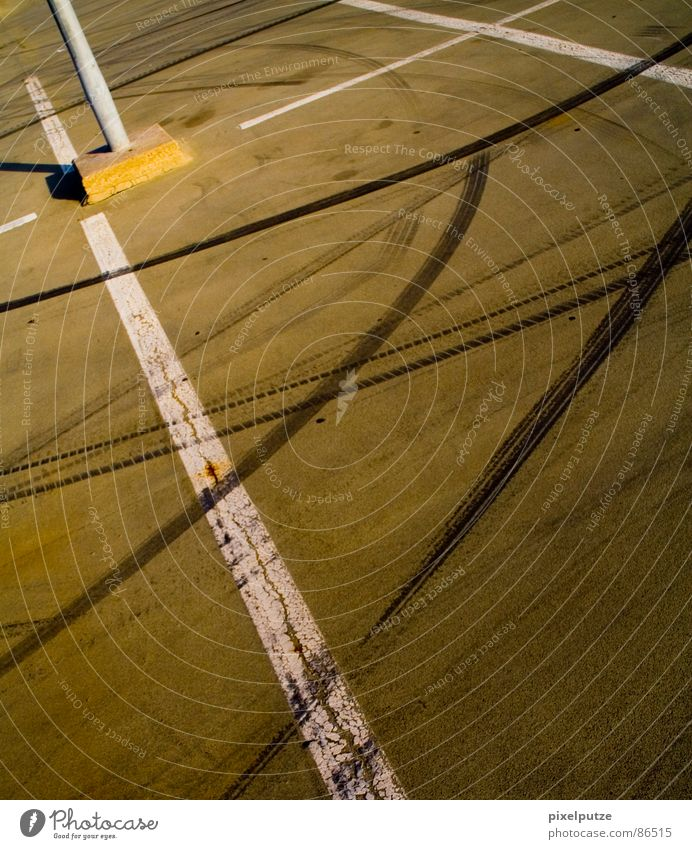 Asphalt Muddled Skid marks Formula 1 Pitstop Ground markings
