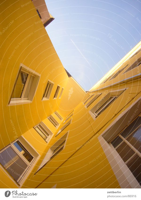 House (Residential Structure) Window Architecture Facade Upward Apartment Building Town house (City: Block of flats) Skyward Vanishing point Building line