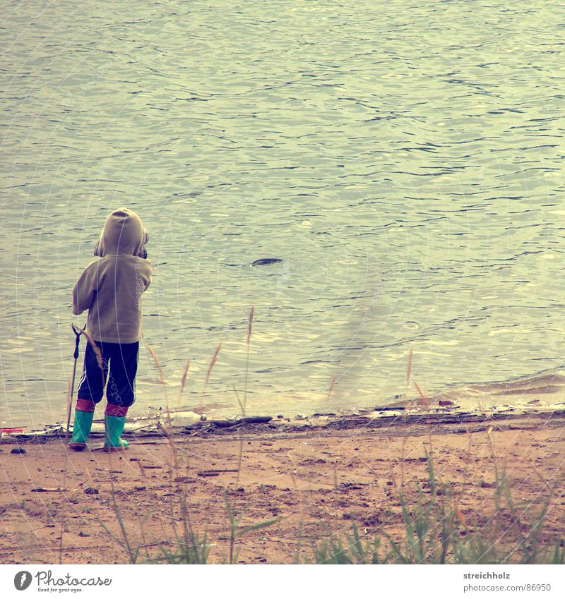 Alone in freedom Lake Fishing (Angle) Body of water Ocean Child to be baptized Navigation Water container Hydrophobic Cast Mineral water Arctic Ocean
