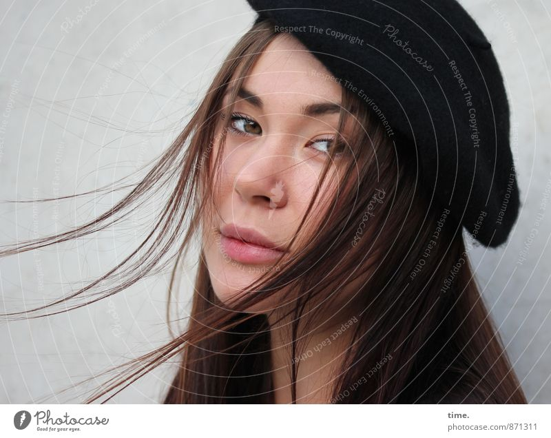 . Feminine 1 Human being 18 - 30 years Youth (Young adults) Adults Cap Brunette Long-haired Observe Cool (slang) Elegant Hip & trendy Beautiful Esthetic
