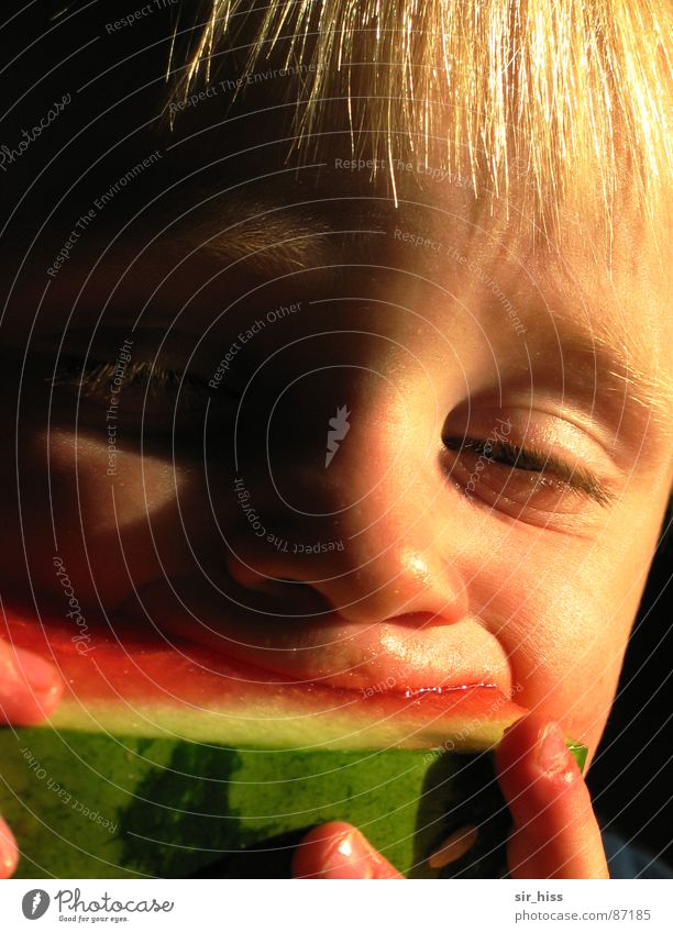 Human being Child Summer Joy Eyes Nutrition Eating Mouth Fruit Drops of water Lips Toddler Delicious To enjoy Spain Kernels & Pits & Stones