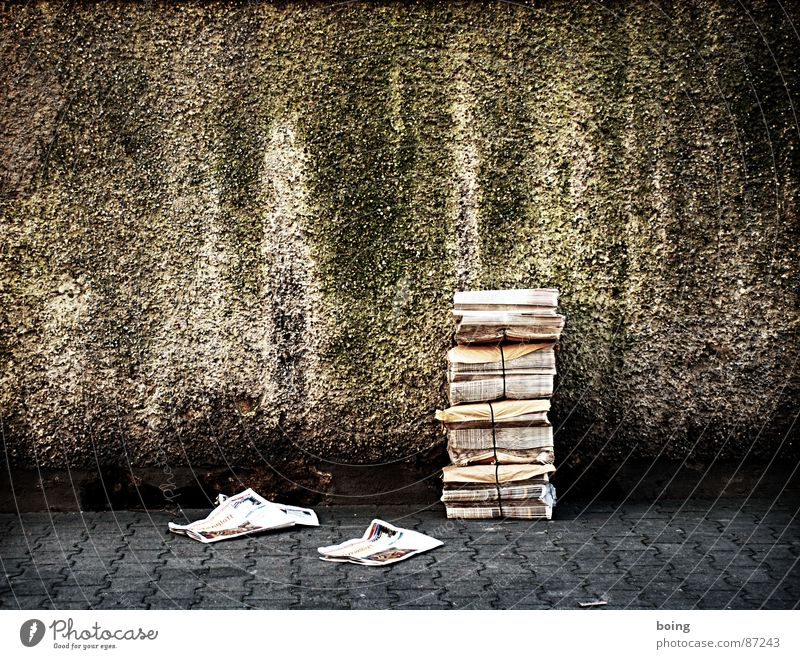 Street Wall (barrier) Newspaper Information Advertising Media Sporting event Magazine Stack Advertising Industry Pressure Competition Advertisement Copy Space Delivery person Small ad