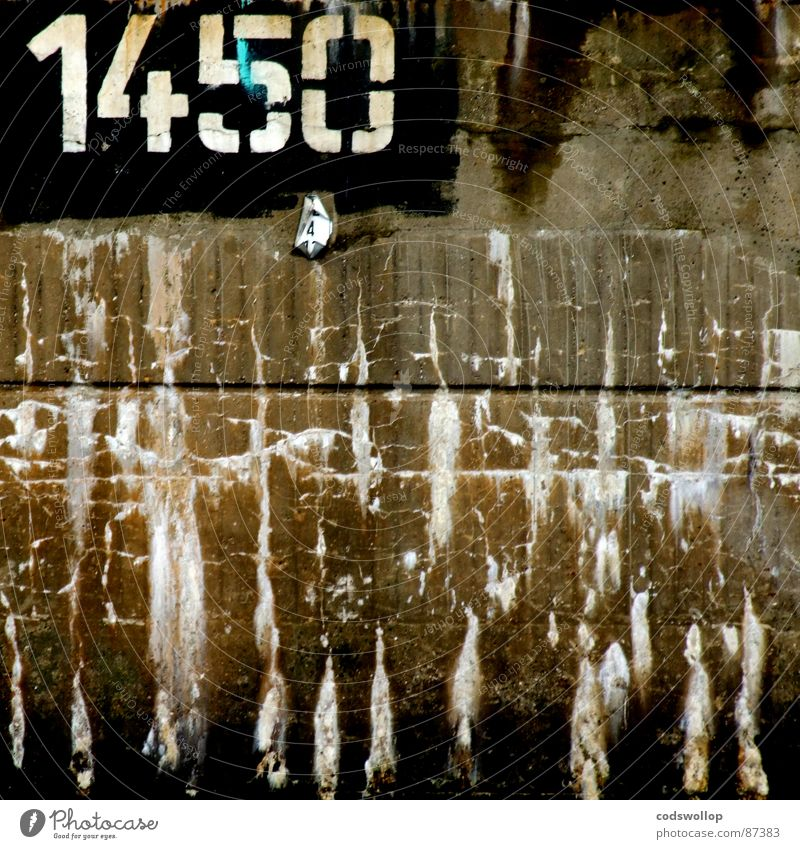 Wall (barrier) Graffiti Communicate Digits and numbers Living or residing Tracks Transience Typography Painted Stencil Fracture point 1450