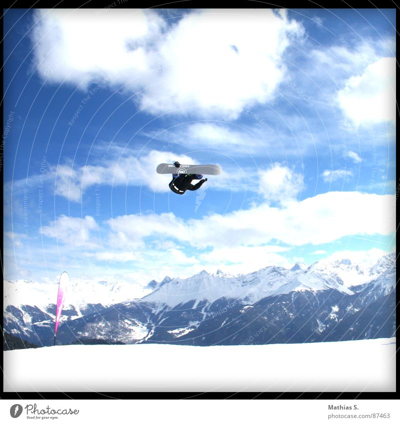 Sun Clouds Joy Winter Mountain Snow Style Sports Flying Jump Leisure and hobbies Air Tall Alps Snowcapped peak Brave