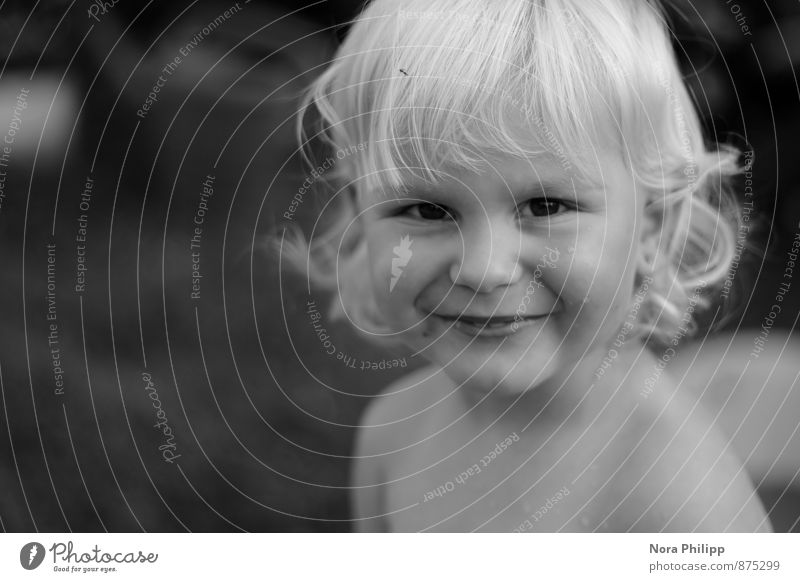 Sun in your heart Playing Summer Parenting Child Human being Androgynous Toddler Infancy Life Head Face 1 1 - 3 years Blonde Curl Observe Smiling Laughter