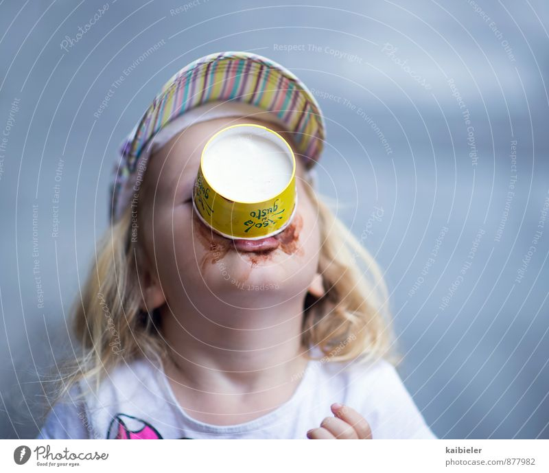 Human being Child Blue Girl Feminine Eating Dirty Blonde Infancy To enjoy Ice cream Joie de vivre (Vitality) Sweet To hold on Delicious Cap