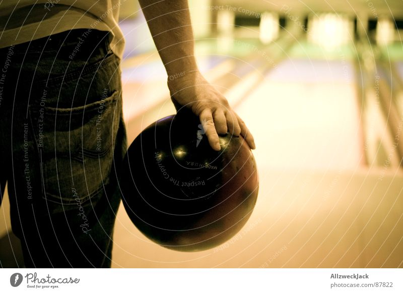 Man Concentrate Watchfulness Throw Bundle Ball sports Focus on Bowling Bowling alley Bowling ball