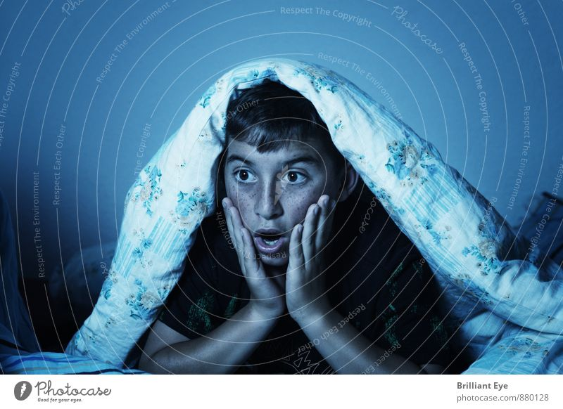 Shocked child with blanket over his head in front of the TV set Room Children's room Bedroom Parenting Human being Masculine Boy (child) 8 - 13 years Infancy