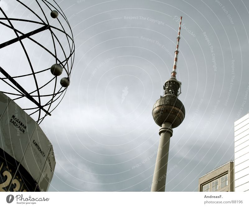Kamchatka vs. Berlin Alexanderplatz Downtown Berlin Clock Time World time clock Transmitting station 23 Meeting point Landmark Monument Traffic infrastructure