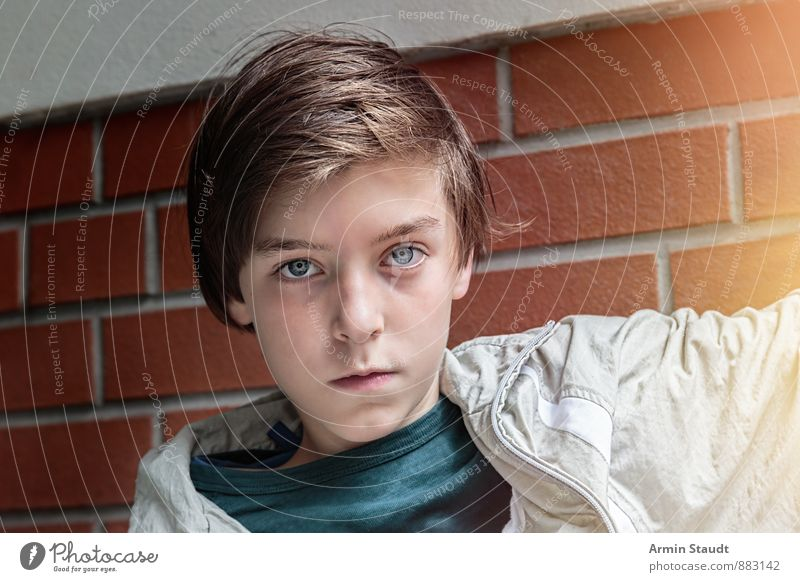 Portrait of a teenager Youth (Young adults) Lifestyle Style Human being Masculine Head 1 13 - 18 years Child Wall (barrier) Wall (building) Jacket brunette Sit