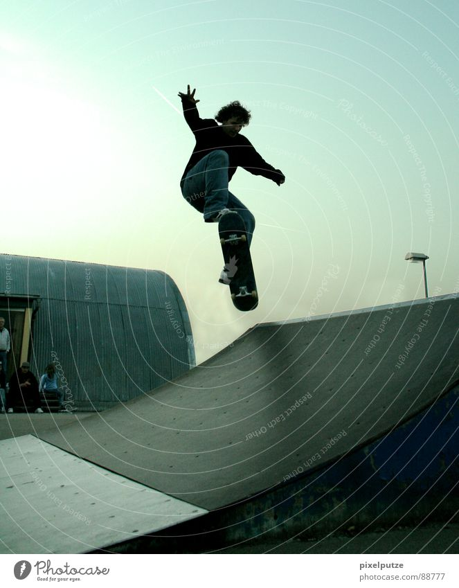 Man Youth (Young adults) Sky Sports Jump Movement Park Flying Skateboarding Concentrate Dynamics Skateboard Curl Freak Hardcore Extreme