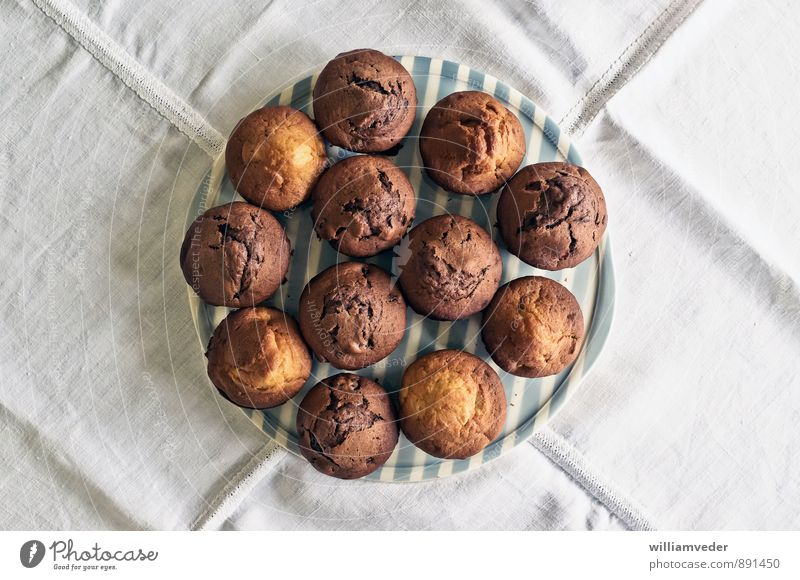 Muffins on a plate from above Dough Baked goods Candy Nutrition To have a coffee Plate Harmonious Fragrance Feasts & Celebrations Easter Birthday Delicious