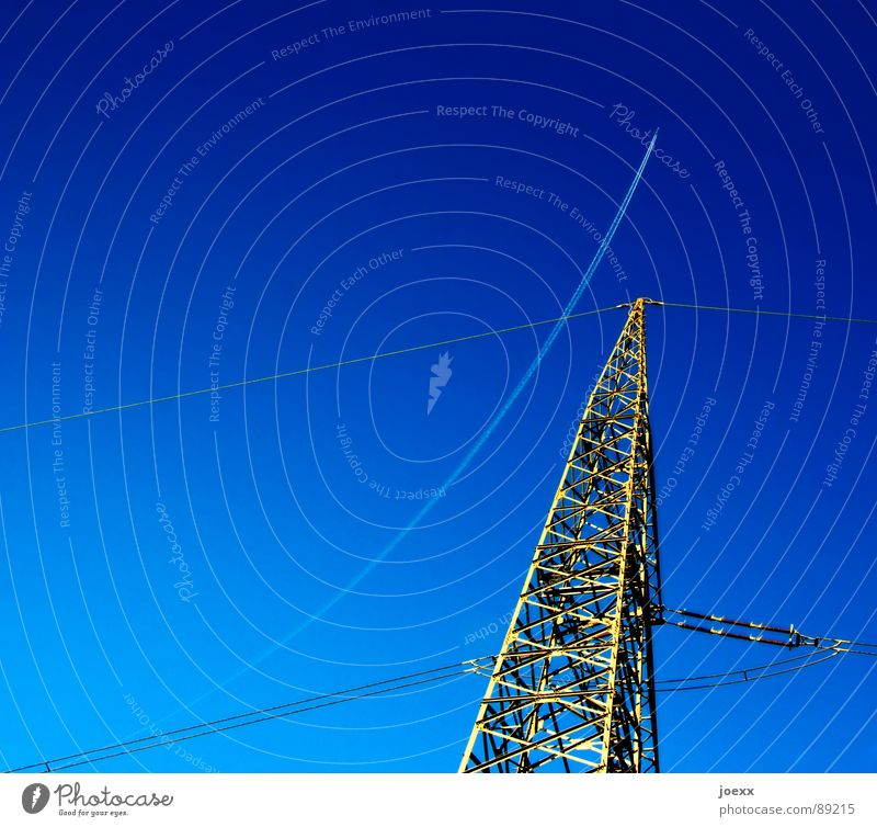 Sky Nature Blue Environment Energy industry Aviation Beautiful weather Electricity Airplane Stripe Industry Steel Electricity pylon Curve Environmental protection Transmission lines