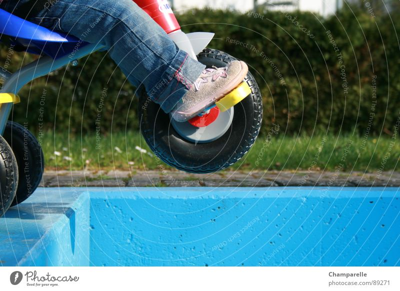 Playing Footwear Jeans Toddler Sneakers Edge Basin Danger of Life Effortless Tricycle Reckless Risk of accident Water basin Children's leg Risk of collapse