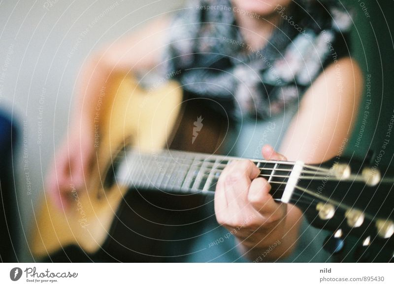 Acoustic session Leisure and hobbies Human being Feminine Young woman Youth (Young adults) Hand 1 18 - 30 years Adults Music Musician Guitar Emotions Moody