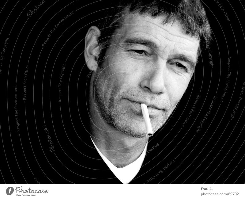 nonchalantly Man Cigarette Wrinkles Masculine Sweater Portrait photograph 50 plus Skeptical Easygoing Human being Work and employment Face T-shirt young old