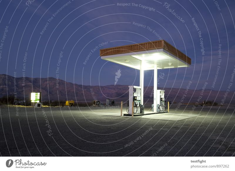 petrol station (in darkness) Environment Nature Landscape Desert Death valley Nationalpark Transport Traffic infrastructure Street Old Services Decline