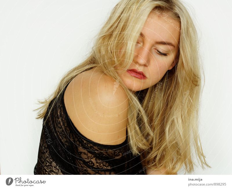 Young blonde woman Human being Feminine Young woman Youth (Young adults) Woman Adults 1 18 - 30 years 30 - 45 years Hair and hairstyles Blonde Long-haired