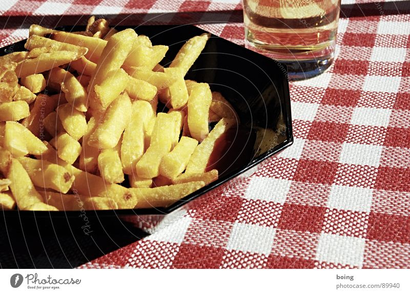 pontoon cover / kockás abrosz Snack bar French fries Side dish Meal Ketchup Portion Gold Golden yellow Fat Hot White crest Nutrition Beer glass Shandy