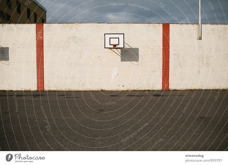 I'm in Iceland. Sports Basketball Basketball basket Wall (building) Wall (barrier) Asphalt Gloomy Deserted Sporting Complex Playing Colour photo Subdued colour