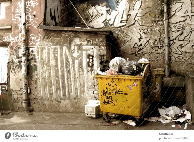 City House (Residential Structure) Yellow Life Wall (building) Berlin Graffiti Stone Rain Art Brown Dirty Poverty Paper Floor covering Middle