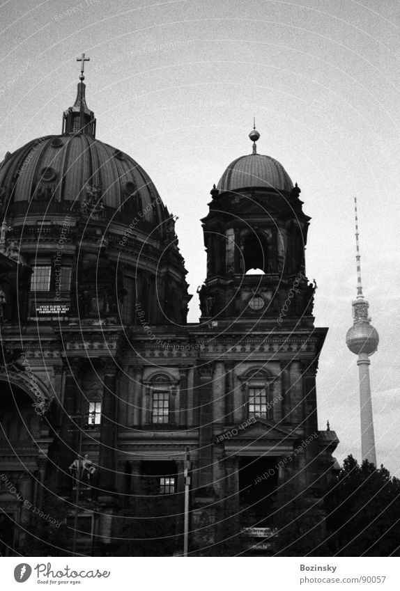 thick and thin in berlin Analog Berlin Cathedral House of worship Landmark Monument black & white Film industry Ilford HP5 400 Scan Yashica T3 photocase