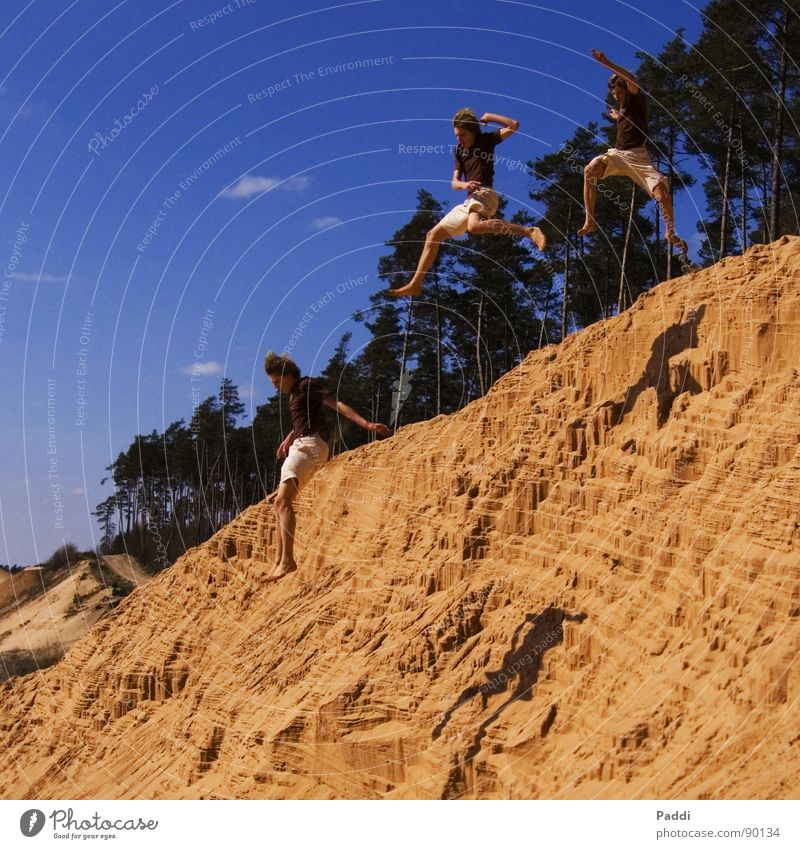 Stunt in the sand Beach Cliff Jump Summer Clear Sandbox Long jump Altimeter Far-off places Large Action Leisure and hobbies Relaxation Friendship Crazy Reckless