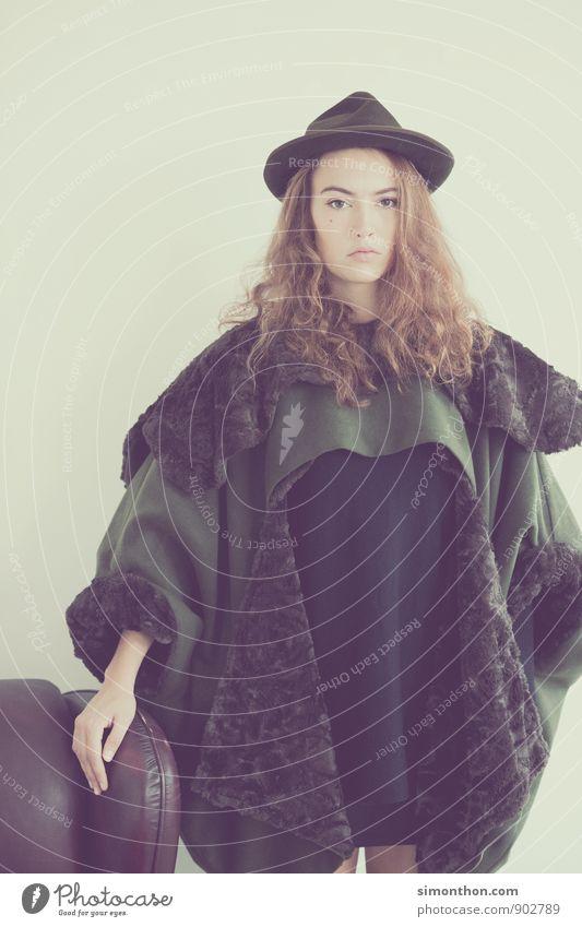 hunting Lifestyle Luxury Elegant Style Design Beautiful Feminine Fashion Coat Fur coat Hat Might Nature Whimsical Moody Tradition Colour photo