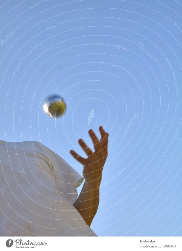 Human being Blue Hand Playing Think Flying Leisure and hobbies Arm Fingers Ball Concentrate Sphere France Throw Sporting event Cloudless sky