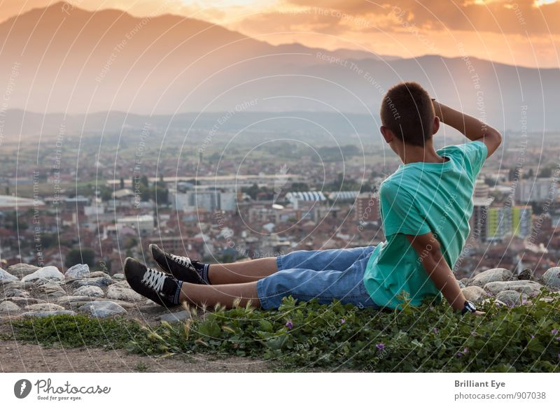 Sitting boy looking down at the city Lifestyle Harmonious Contentment Summer Summer vacation Hiking Masculine Boy (child) 1 Human being 8 - 13 years Child