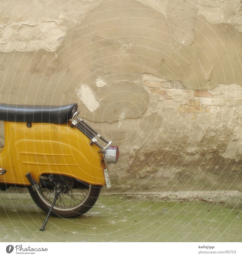 Wall (barrier) Derelict Farm Wheel GDR Seating Exhaust gas Motorcycle Backyard Scooter Engines Loud Vintage car Rubber Rear light Spokes