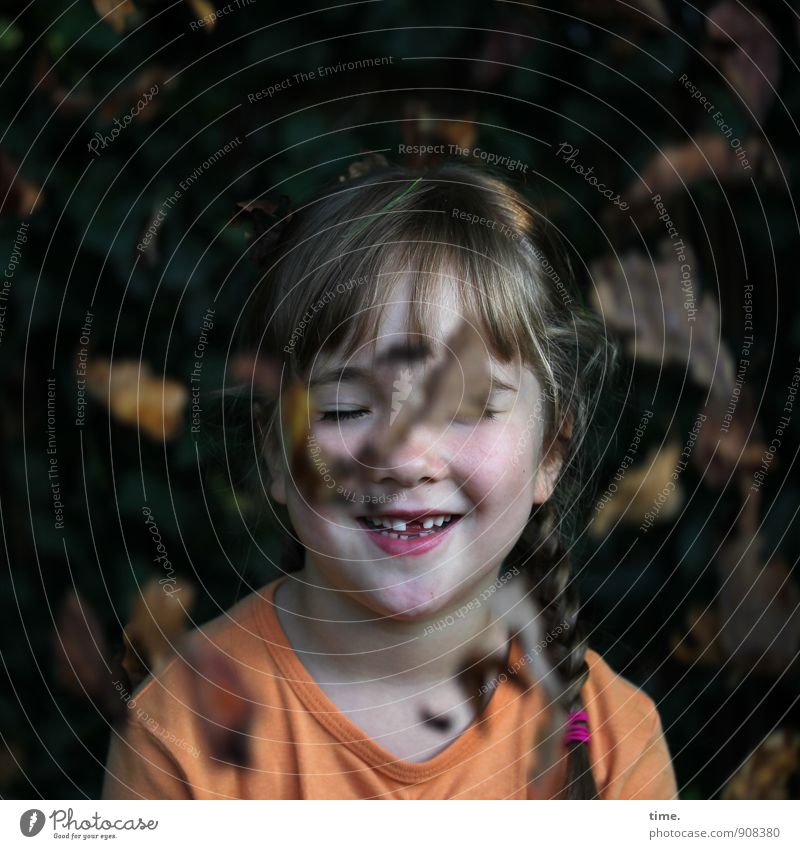 Lina enjoys the autumn girl Tooth space 1 Human being 3 - 8 years Child Infancy Autumn Beautiful weather Plant flaked Autumn leaves Garden T-shirt braid smile