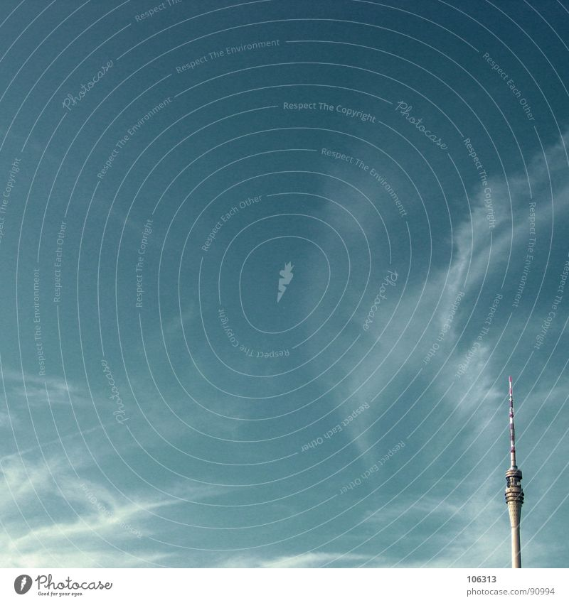 MINIMAL_CORNER: VISIBLE RADIATION Radio (broadcasting) Dresden Radio waves Clouds Vail Antenna Striped Reddish white Above the clouds Tall Waves