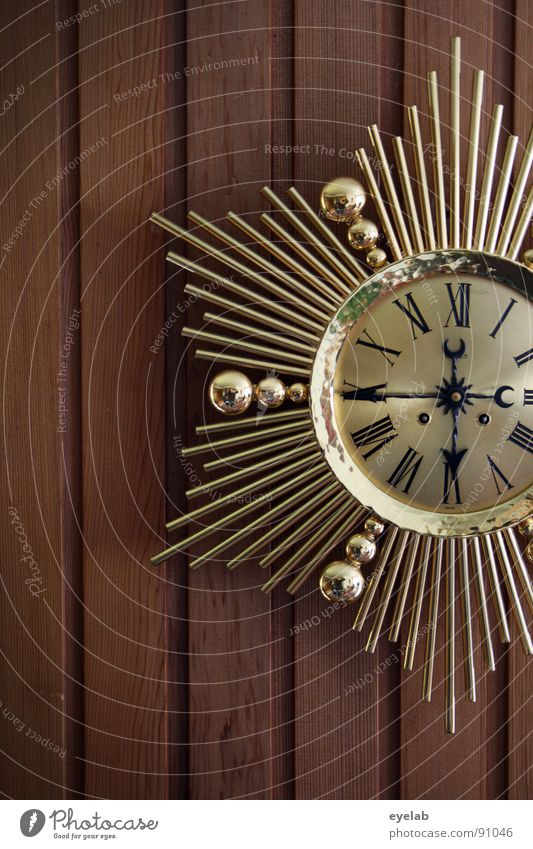 Exif-Time with a difference Clock Wall clock Wall (building) Wooden wall Wall panelling Seventies Digits and numbers Roman numerals Gold Kitsch Jewellery Legacy
