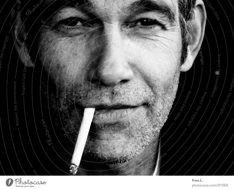 Man Joy Contentment Masculine Leisure and hobbies Smoking Wrinkles Cigarette Direct Self-confident Characteristic Stubble Unshaven 50 plus Roll-up cigarette