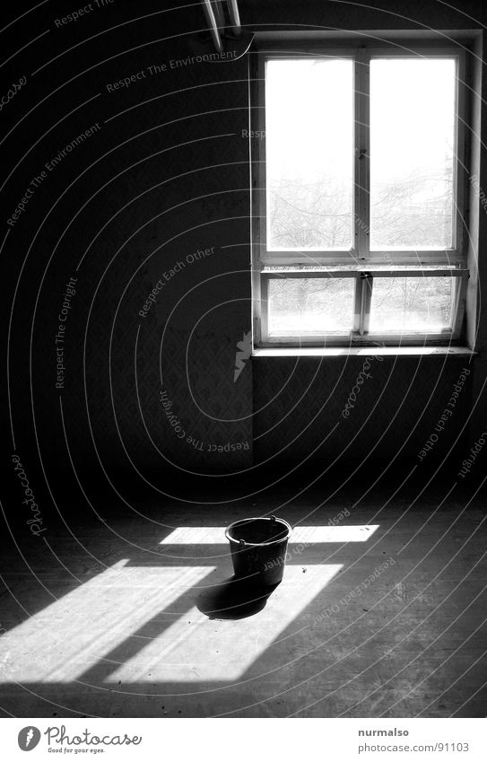 Angular shines on round Window Bucket Light Back-light Moody House (Residential Structure) Room Detail Shadow Old old house
