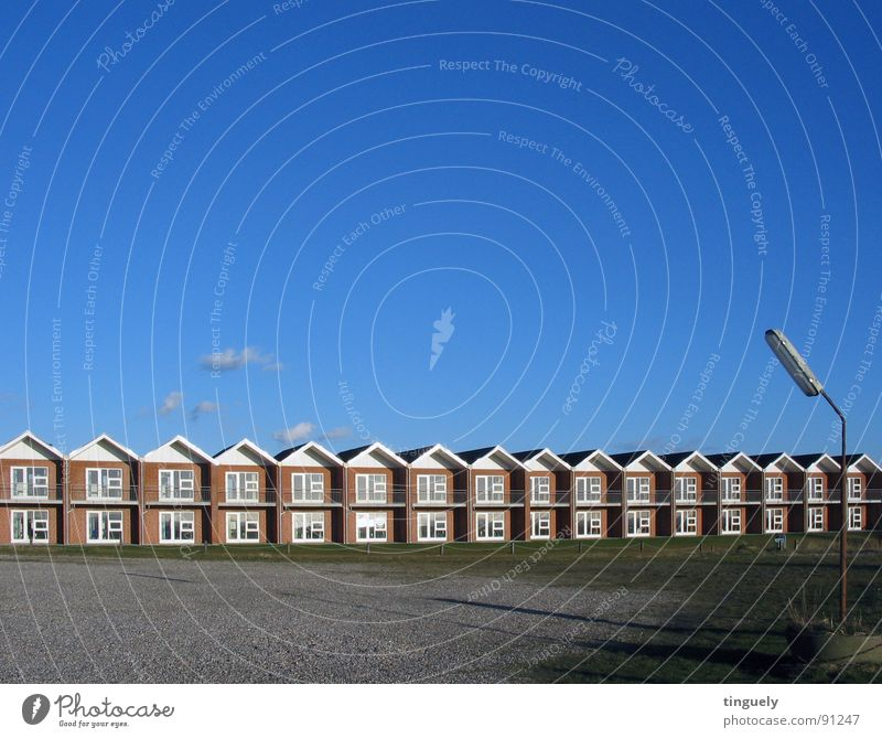 House (Residential Structure) Gloomy Infinity Row Boredom Street lighting Settlement Rhythm Zigzag Vacation home Town house (Terraced house)