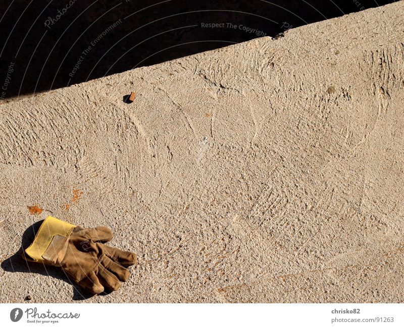 Work and employment Concrete Fingers Floor covering Construction site Protection Craft (trade) Doomed Gloves Dance floor