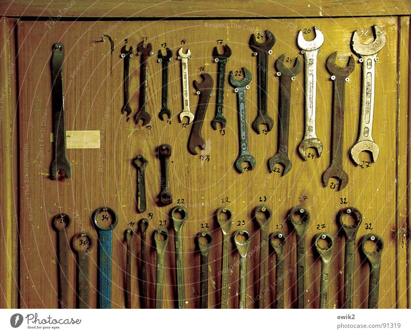 Order must be (1) Home improvement Work and employment Craftsperson Workplace Craft (trade) Closing time Tool Technology Wood Metal Arrangement Tidy up Beaded