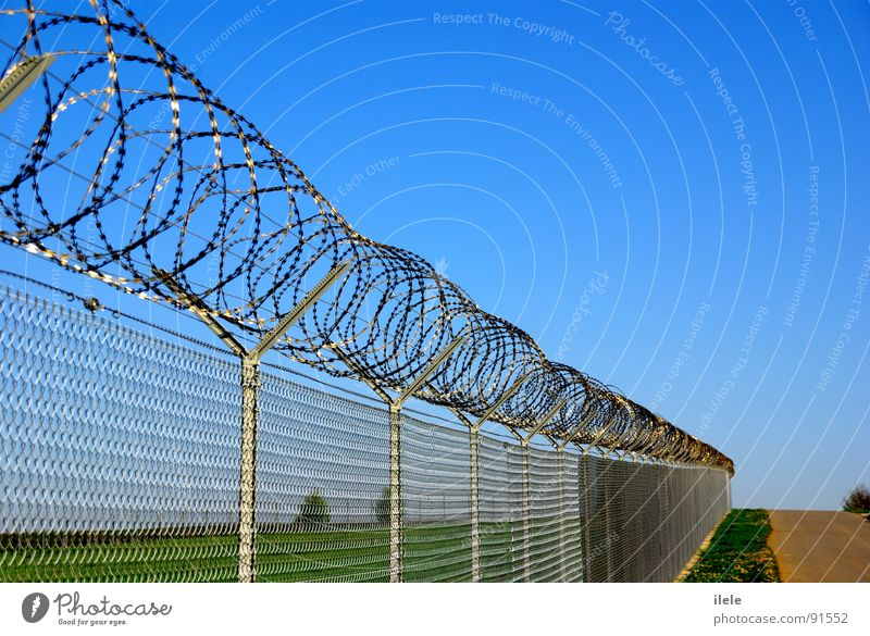 en cerca de ... Stuttgart Fence Sunday Neuhausen ob Eck Barbed wire Rotated Rolled Long Border Airport Looking in the morning Tall Loneliness