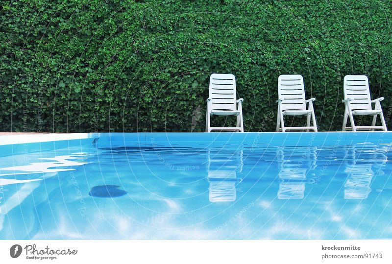 1...2...3...SPLASH. Swimming pool Green Leisure and hobbies Calm Vacation & Travel Hotel Garden chair Reflection Hedge Italy Sunbathing Refrigeration