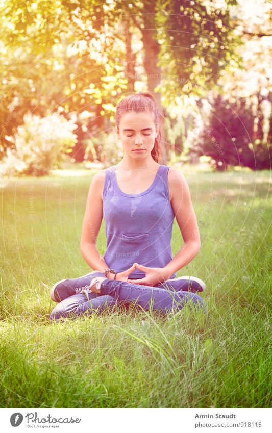 zazen Lifestyle Wellness Relaxation Meditation Summer Yoga Human being Feminine Woman Adults Youth (Young adults) 1 13 - 18 years Child Nature Park Meadow Sit