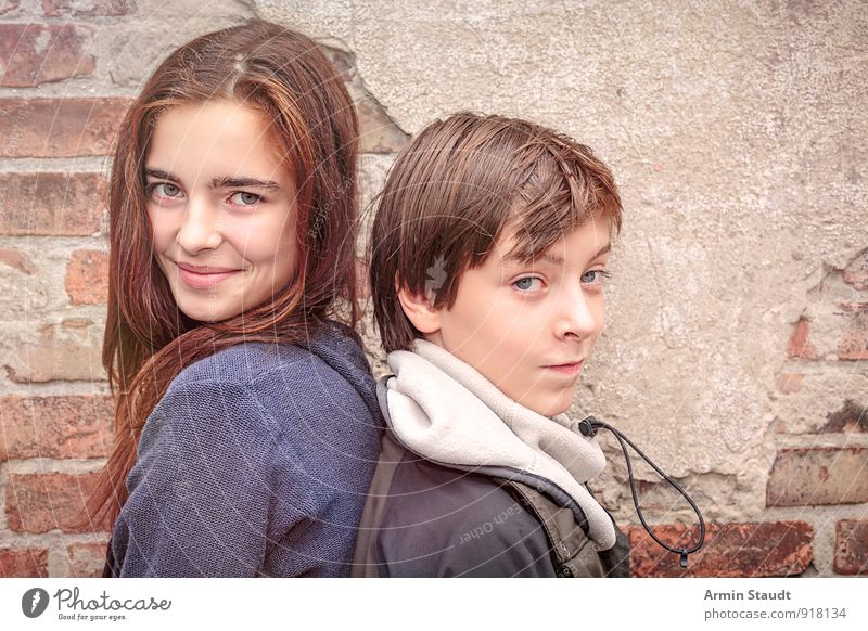 Portrait of two siblings, back to back Lifestyle Winter Human being Masculine Feminine Brother Sister Youth (Young adults) 2 13 - 18 years Child Wall (barrier)