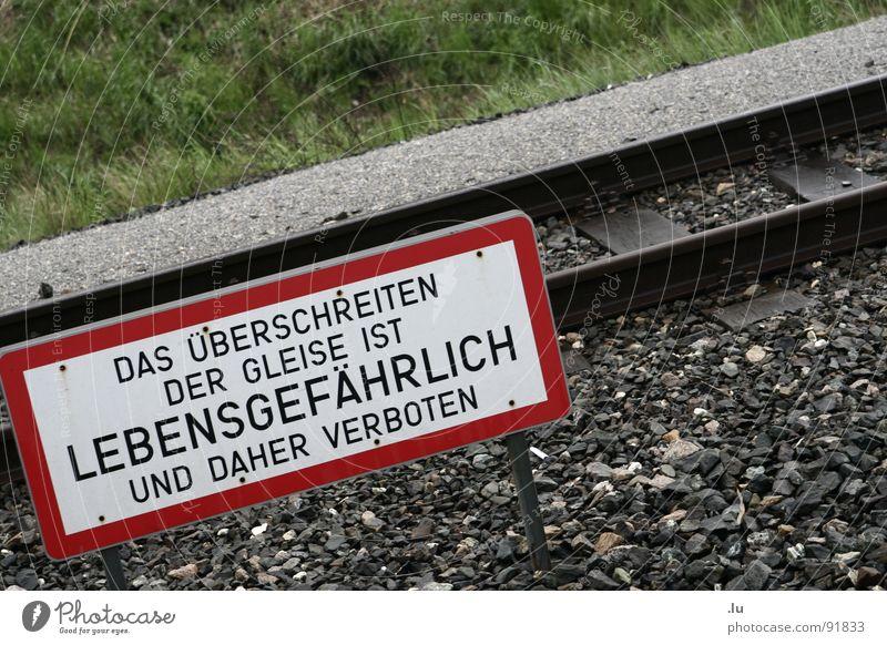 Exceeding dangerous Traverse Railroad tracks Dangerous Bans Vienna Warning label Warning sign Transport Threat Death explanatory memorandum Signs and labeling