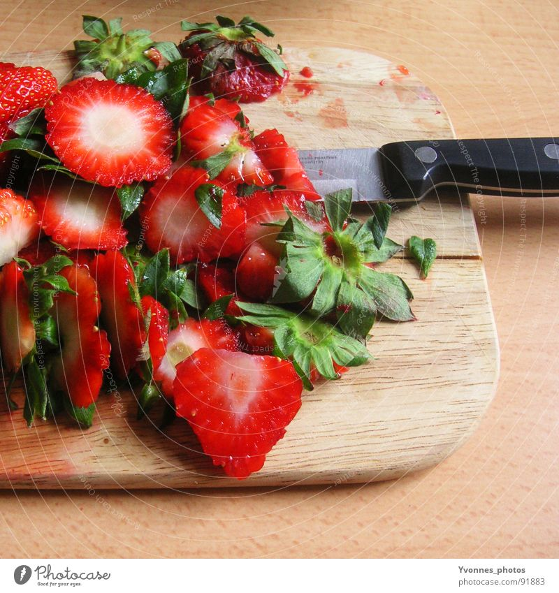 strawberry massacre Cut Wood Kitchen Knives Vitamin Fiber Foliage plant Remainder Biogradable waste Household garbage Compost Dispose of Trash Green Red Summer