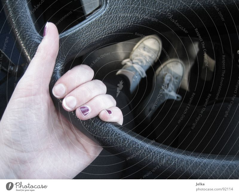 Hand Car Footwear Fingers Driving Car driver To hold on Conduct Motoring Sneakers Chucks Grasp Thumb Fingernail Carriage Driver