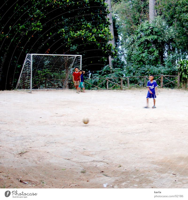 Want to play? Playing Shoot Boy (child) Leisure and hobbies Virgin forest Thailand Joy Sports Child Soccer Ball Gate Net fun