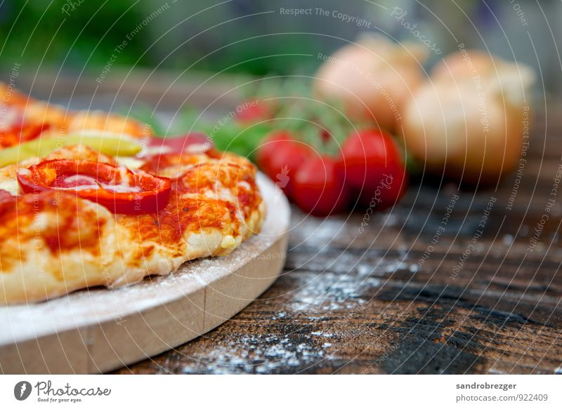 Pizza wood burning stove Food Vegetable Dough Baked goods Nutrition Eating Lunch Dinner Picnic Organic produce Vegetarian diet Relaxation Feasts & Celebrations